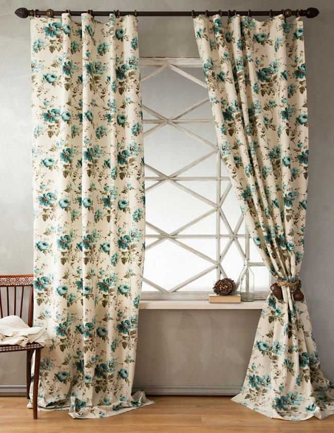 шторы с принтом в спальне