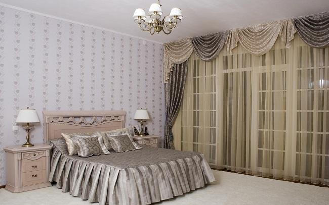 Бежевые шторы в спальне, интересные шторы